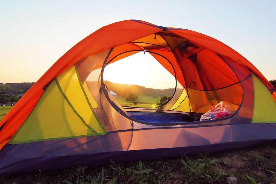 Où planter une tente dans un camping à la ferme en Ardèche ?