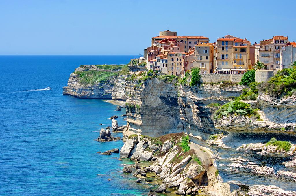 Faut-il réserver son camping en Corse ?