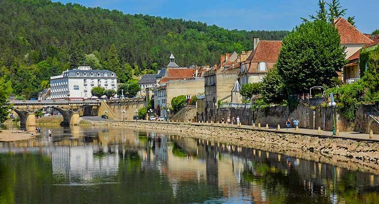 Les Falaises: un camping dans la Vallée de la Dordogne