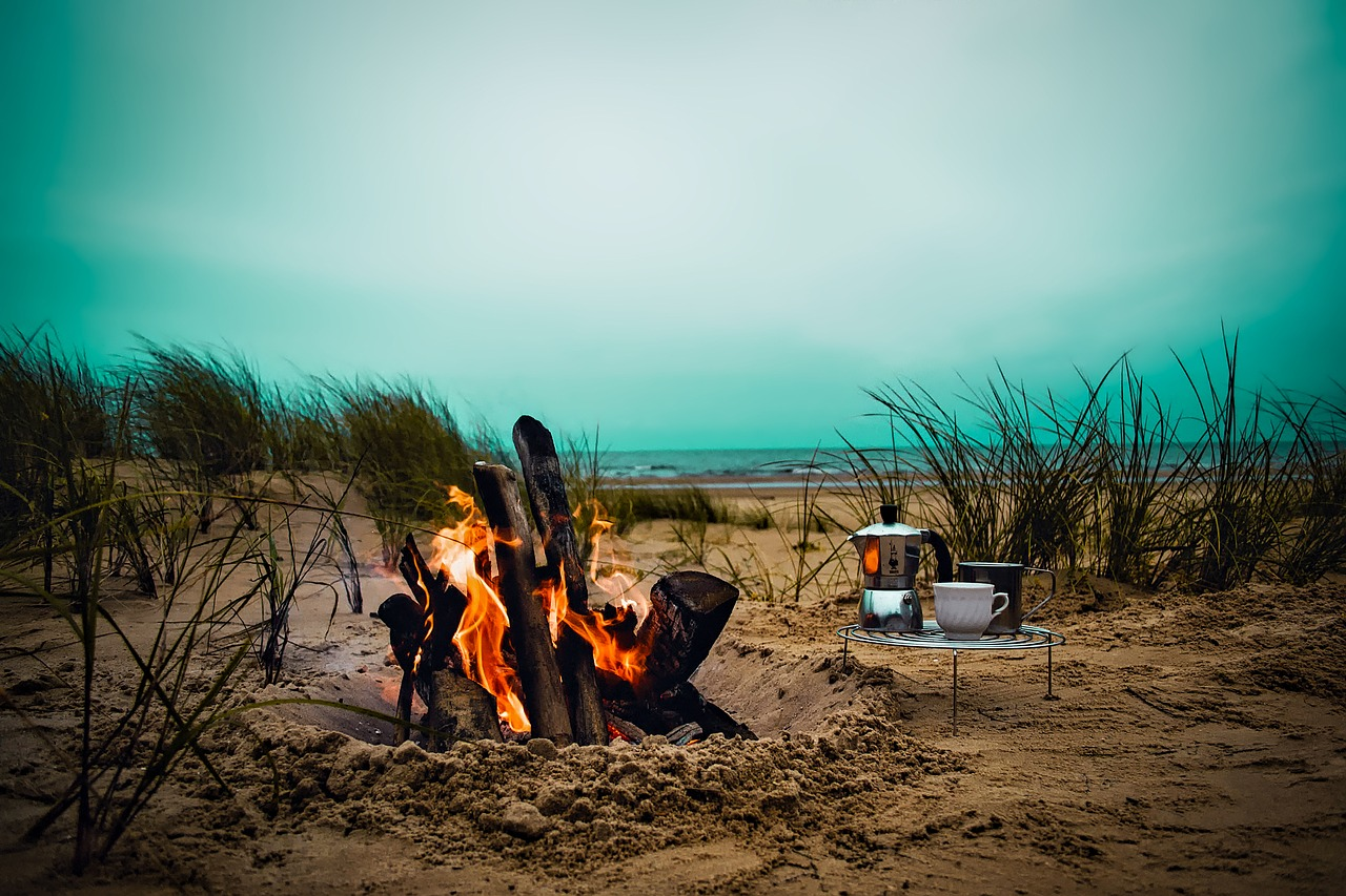 Un beau feu lors de votre camping à la plage !