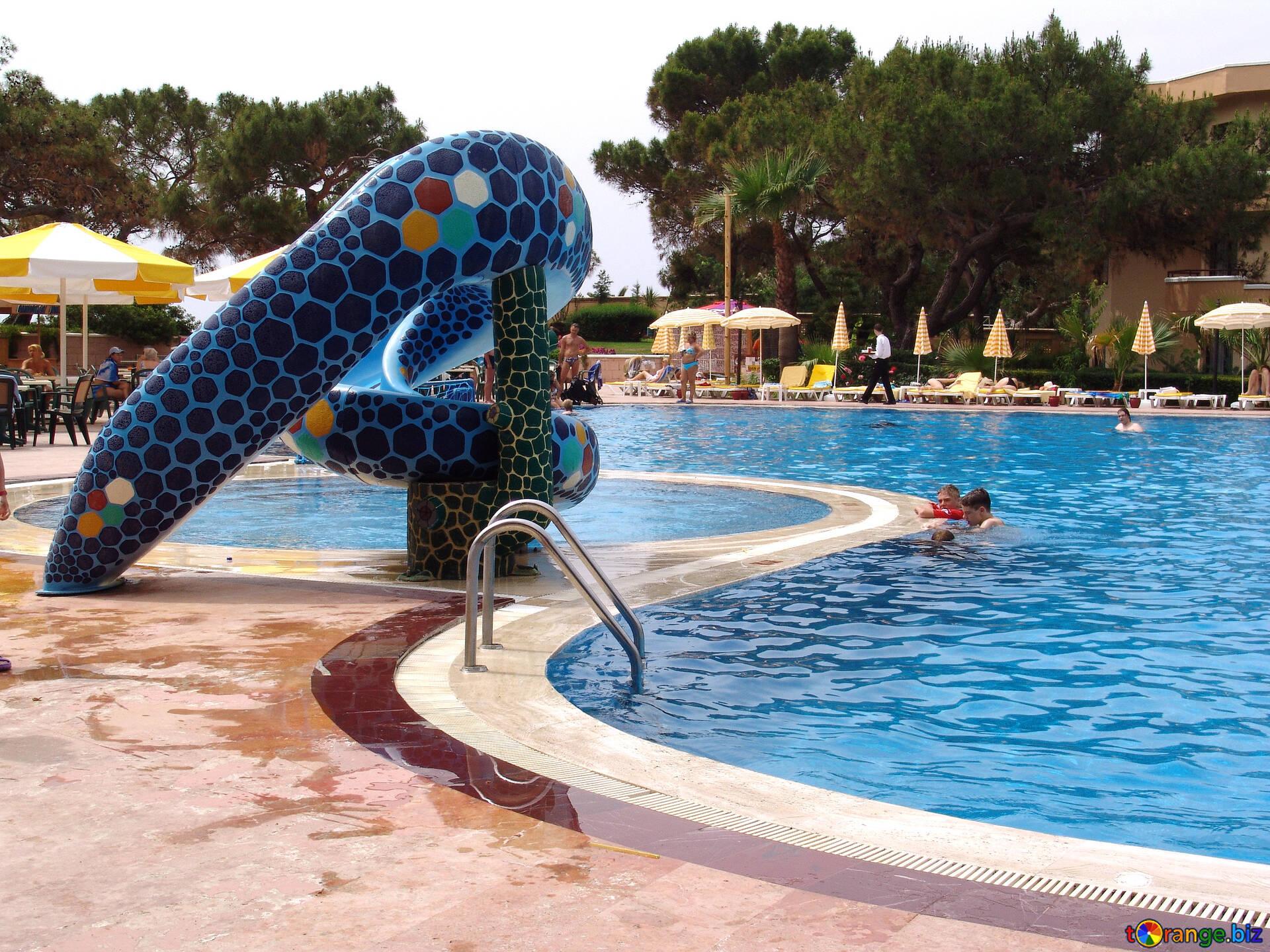 Les enfants vont adorer leurs vacances en camping avec piscine et toboggan à La Palmyre